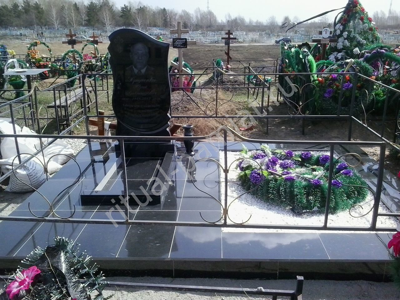 Памятники на могилу из бетона 88